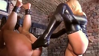 Latexdom works slave to cum