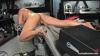 Brunette milf Eadie Sexwick gets favoured by a fucking machine
