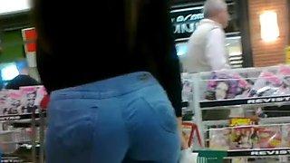 Gostosa com jeans no supermercado - BR