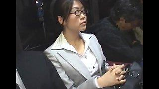 Japonnaise chaude dans le bus