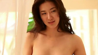 Korean idol nude in softcore video