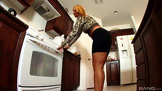 Mellanie Monroe attacked by a black lover for a fuck in a kitchen