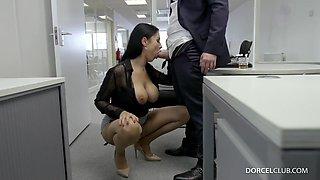 Ania Kinski - Busty Brunette Patronne Exigeante - European Office Hardcore With Cumshot
