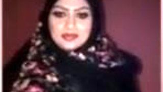 Sexy Arabic showing boobs in webcam