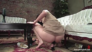 Bobbi Starr becomes a Honeycomb Honey by fucking her own ass For her Anal Audition