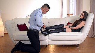 Sharon Lee likes to be the boss Her lover already knows that when