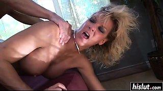 Sexy cougar needs a delicious dick