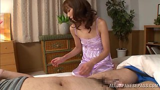 Amateur Japanese Babe Gives Her Sleeping Hubby A Sexy Blowjob