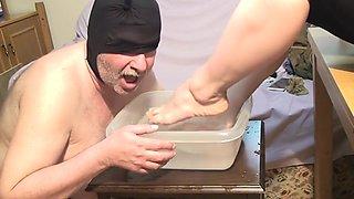 washing foot