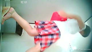 chinese girl go to toilet.21