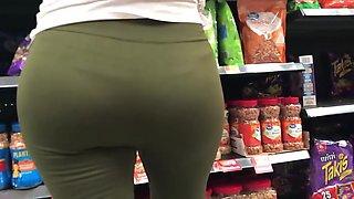 Latina Milf in Green Spandex