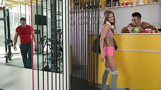 Sarah gets a nice pussy workout when the gym closes