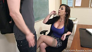 Lustful brunette milf Sara Jay gives blowjob to Bruce Venture