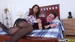 Busty MILF Syren De Mer spreads her legs to be fucked in the ass