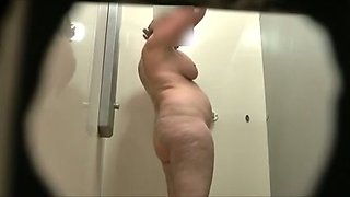 Spy camera catches my aunty rubbing her curvy body with gel