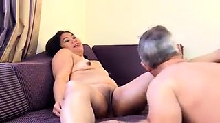 Curvy Thai lady invites a guy to enjoy the taste of her cunt