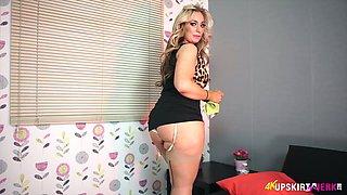Asstastic blonde MILF Kellie O Brian exposes her great bottom