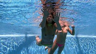 Cute Alla Zlatavlaska has invited lovely girl for some good underwater show