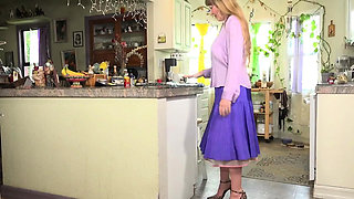 USA milf Lilly shows us how to be a good housewife