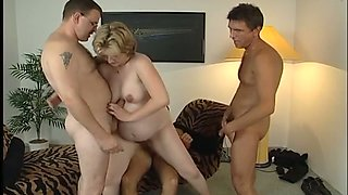 Foursome fucking with pregnant short haired blonde