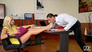 Super sexy blond secretary gets her feet licked by horn boss