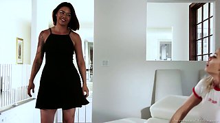 Bored nympho Jessa Rhodes lures charming girl for lesbian intercourse