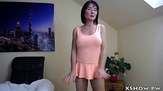 Gorgeous hot milf flashing on cam