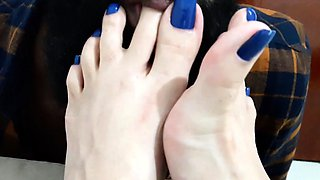 Enticing amateur wife milks a hard cock with her lovely feet