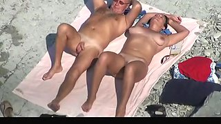 Tries to blow her man's small flaccid penis