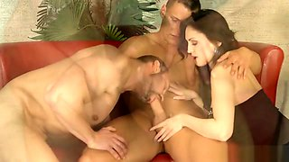 Bisex glam babe tongued