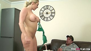 Quite big bottomed whorish blondie Victoria Summers gets twat licked and fucked