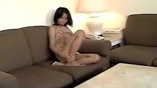 Solo Filipina darling fingering her pussy