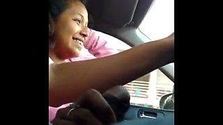 Una mamadita en mi carro a mi amiga paisana