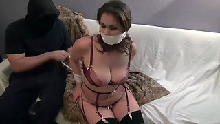 Sexy thicc chick bound