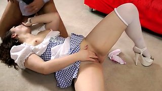 Stupendous brunette maid Leone Queen bounces on pecker