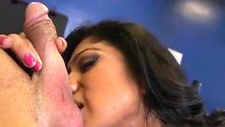 Mature Hottie Xo Rivera Blows Gym Instructor