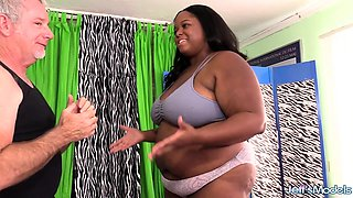 Super Service Masseur Gives Ebony BBW Olivia Leigh Orgasms