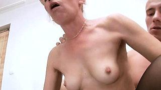 Tempting mature Susan Lee adores python insertion