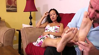 STEP DAUGHTER DOESN'T WANT TO GET PREGNANT - GODDESS FOOTJOBS - LUNA JINX
