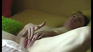 Me Fanny 22 rubbing clit and cumming hard