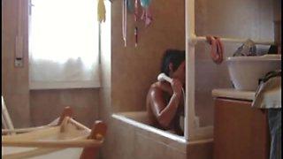 Sister masturbates in the bathtub and acquires caught on hidden camera