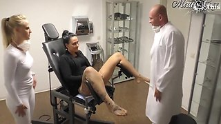 Beim Frauenarzt Durchgenommen - Lara Cumkitten And Mira Grey