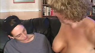 Experienced mature lady is seducing a young man for a quickie