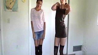 SEXY SKINNY SISTERS DO TEASING STRIPTEASE