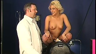 This lascivious nympho gets stronger orgasms from Sybian machine