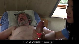 Teen nurse treatment Di l to fuck old patient to patient
