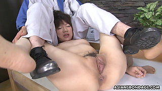 Hot housewife Shiori Natsumi got fingered yesterday