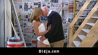 Old constructor have sex with young assistant