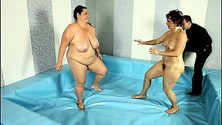 Nude ring wrestling match with two BBWs