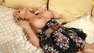 Awesome Masurbation Vid Featuring The Smoking Hot Blonde Madison Ivy